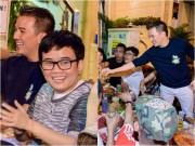 Mr Đàm vui vẻ ăn nhậu ngoài lề đường cùng Phương Uyên, Thiều Bảo Trang