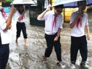 """Tin tức - Bất ngờ cho học sinh nghỉ học vì bão, nhiều phụ huynh """"lao đao"""""""