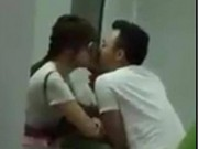 Clip Eva - Video: Trấn Thành vừa ăn chè vừa hôn Hari Won thắm thiết