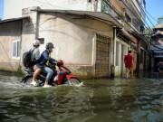 """Tin tức - Sau bão 5 ngày, người Hà Nội vẫn phải """"di cư"""" vì ngập"""