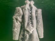 Thời trang - Bí mật về chiếc váy ngâm trong lòng biển Chết 2 năm