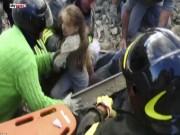 Clip Eva - Video: Bé gái sống sót thần kỳ sau 17 giờ bị chôn vùi dưới đất