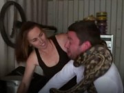 Clip Eva - Video: Trăn siết cổ người ngay trên sóng truyền hình thực tế