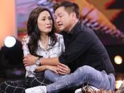 Làng sao - Vợ chồng Quang Minh - Hồng Đào ôm nhau khóc trên sân khấu vì nhớ mẹ mới mất