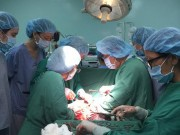 Bà bầu - 1,5 giờ căng thẳng với ca mổ đẻ cho sản phụ bị nhau cài răng lược