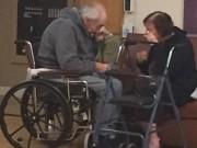 Eva tám - Xúc động chuyện cặp vợ chồng già khóc vì không được ở chung viện dưỡng lão