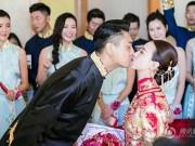 """Làng sao - Mỹ nam """"Vườn sao băng"""" Chu Hiếu Thiên ngọt ngào hôn vợ trong lễ rước dâu"""