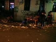 Tin tức - Quanh Hồ Gươm ngập rác sau 3 ngày thí điểm phố đi bộ