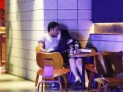 Làng sao - Trương Phương lộ clip thân mật bạn trai Tây tại rạp chiếu phim