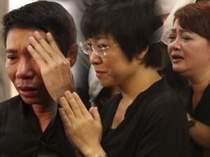"""Công Lý, Thảo Vân, Trà My khóc không ngừng khi tới tiễn biệt """"lão Quềnh"""""""