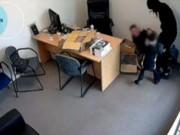 Tin tức - Bé gái 6 tuổi dũng cảm cản tên cướp cầm rìu chém người