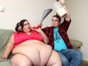 Eva Yêu - Cô gái được bạn trai vỗ béo hơn 300kg để trở nên… quyến rũ hơn