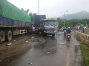 Tin tức - Tai nạn liên hoàn, xe khách chở 12 người lao xuống vực