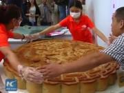 Bánh Trung thu khổng lồ 300kg tại Trung Quốc