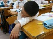 """Làm mẹ - Biểu hiện nào chứng tỏ trẻ đang gặp """"vấn đề"""" ở trường học?"""