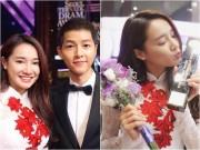 Làng sao - Nhã Phương khoe ảnh tươi rói bên Song Joong Ki, thổ lộ cảm xúc nhận giải
