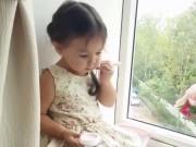 Clip Eva - Video: Bé gái đáng yêu làm điệu bên cửa sổ
