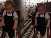 Clip Eva - Những bước chân đầu tiên đầy nước mắt của em bé khuyết tật