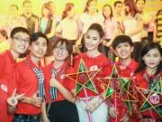 Làng sao - Hoa hậu Biển Thuỳ Trang giản dị vui Trung thu cùng trẻ thơ trong bệnh viện
