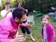 Clip Eva - Video: Ông bố nhổ răng cho con bằng máy bay flycam