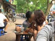 Clip Eva - Video: Đôi tình nhân ngang nhiên sờ mó nhau nơi công cộng
