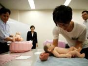 Làm mẹ - Trai độc thân Nhật Bản rủ nhau đi học