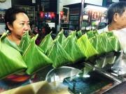 """Bếp Eva - Xôi cade, món lạ bán giờ """"trái khoáy"""" vẫn mê hoặc người Sài Gòn"""