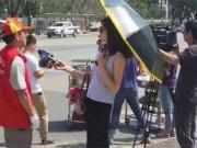 Tin tức - Nữ phóng viên bị đình chỉ vì đeo kính râm, cầm ô khi tác nghiệp