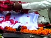 Tin tức - Cả ngôi làng ở Ấn Độ làm tang lễ cho chú chó gắn bó với người dân suốt 27 năm