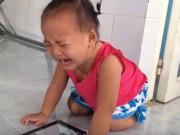 Clip Eva - Bé gái khóc nức nở khi nghe bài hát