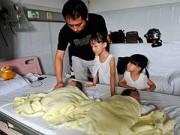 Làm mẹ - Sản phụ tử vong, chồng và 4 con sống 1 tháng trong bệnh viện
