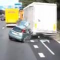 Clip Eva - Ô-tô con gặp tai nạn kinh khủng vì vượt ẩu