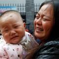 """Tin tức - Xót xa bé gái 11 tháng tuổi """"mọc"""" kim khắp người"""