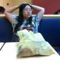 Cô gái thất tình ở lỳ trong cửa hàng KFC 1 tuần