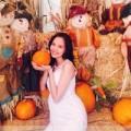 Làng sao - Diễm Hương bụng bầu chọn bí ngô cho Halloween