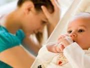 0-1 tuổi - Rớt nước mắt vì con không chịu theo mẹ