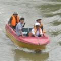 Tin tức - Một phụ nữ mang thai lao xe máy xuống sông tự tử
