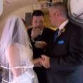 Tình yêu - Giới tính - Cặp đôi kết hôn trên… máy bay