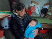 Làm mẹ - Mẹ bỏ đi, bé 5 tháng ăn bột trộn tro bà nấu