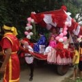"""Tình yêu - Giới tính - Chú rể đón dâu bằng xe ngựa khiến nhà gái """"đứng hình"""""""