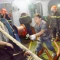 Tin tức - Tàu 3.000 tấn chở nhựa đường bốc cháy dữ dội gần kho xăng