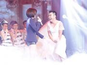 """TV Show - Quốc Đại """"mặc nhầm"""" váy Vân Trang ngồi ghế nóng"""