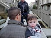 Dạy con - Chuyện cặp đồng tính đẹp trai và đứa con bệnh tật gây xúc động