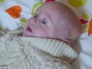 0-1 tuổi - Bé sinh đôi 1kg may mắn sống sót