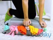 Nhà đẹp - Lưu ý cần nhớ khi đựng quần áo trên kệ hay vali