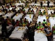Tin tức - Kỷ lục 388 người cùng ăn sáng... trên giường