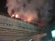 Tin tức - HN: Xe khách 45 chỗ bốc cháy trên đường trên cao