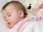 """0-1 tuổi - Lưu ý """"vàng"""" cứu bé sơ sinh khỏi hội chứng đột tử"""