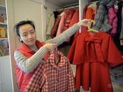 Làm mẹ - Mẹ hai con tự may hàng trăm bộ quần áo cho con gái