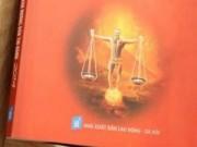 Tin hot - Bìa sách có hình diễn viên Công Lý: Xúc phạm pháp luật